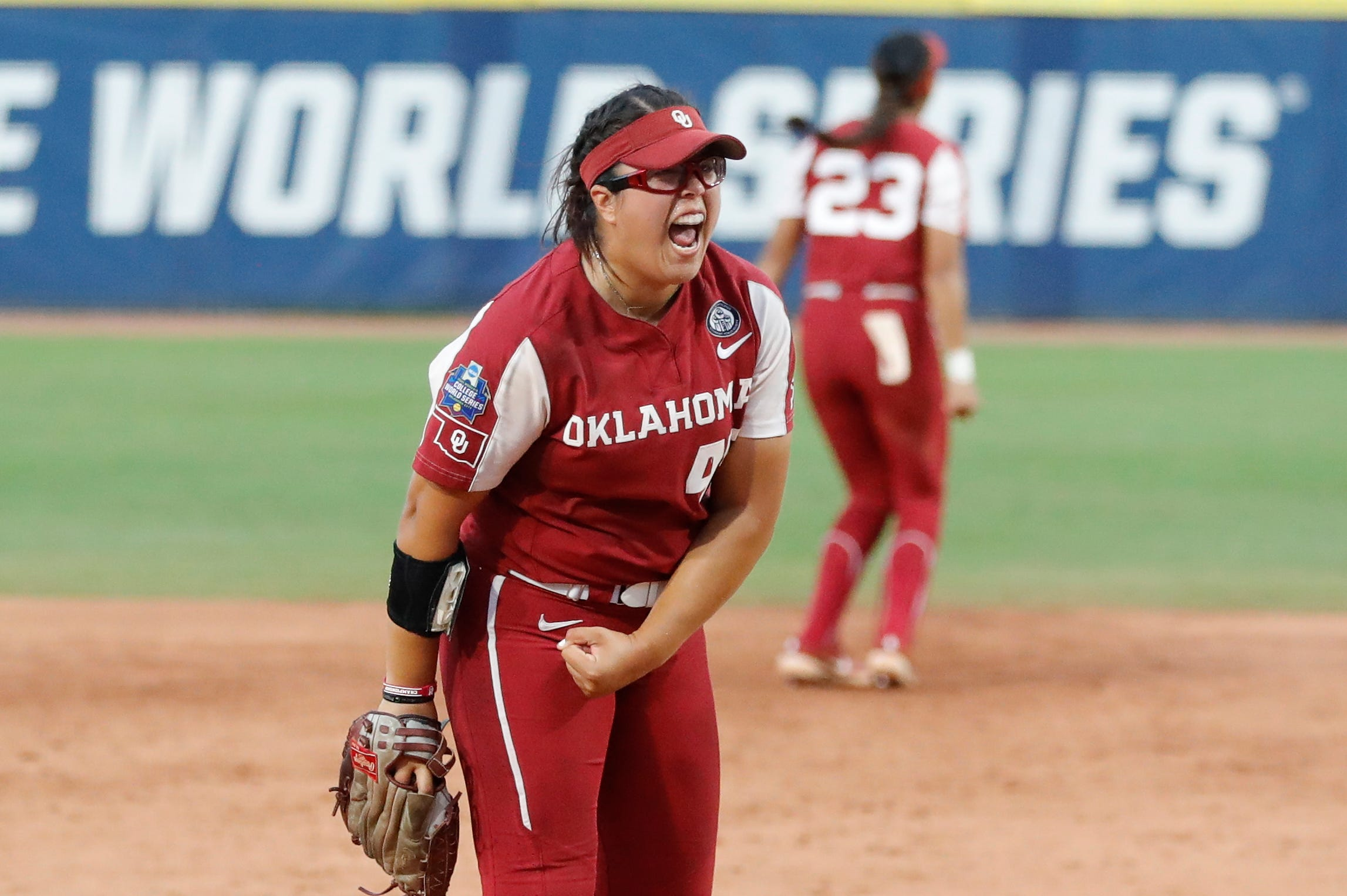 Oklahoma beats Florida State to force decisive Game 3 in WCWS championship series