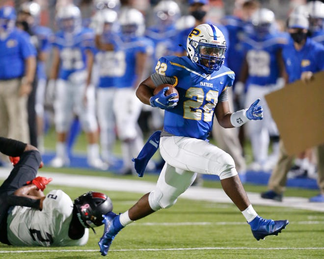 Pflugerville's Elijah Oakmon enters his fourth year as a starter. Last year's second-team all-state selection and first-team all-district honoree rushed for 863 yards, compiled 147 receiving yards and scored 12 total touchdowns.