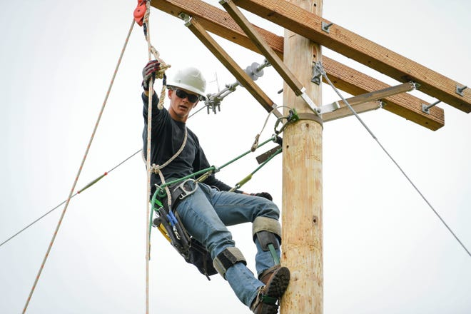 Columbia State College Pre-Apprentice Lineworker Academy student Kahil Graves completes a bell change.