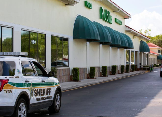 Publix Super Market plans to demolish its store at Okeechobee and Royal Palm Beach boulevards sometime in the next several months and replace it with a bigger store with more features.