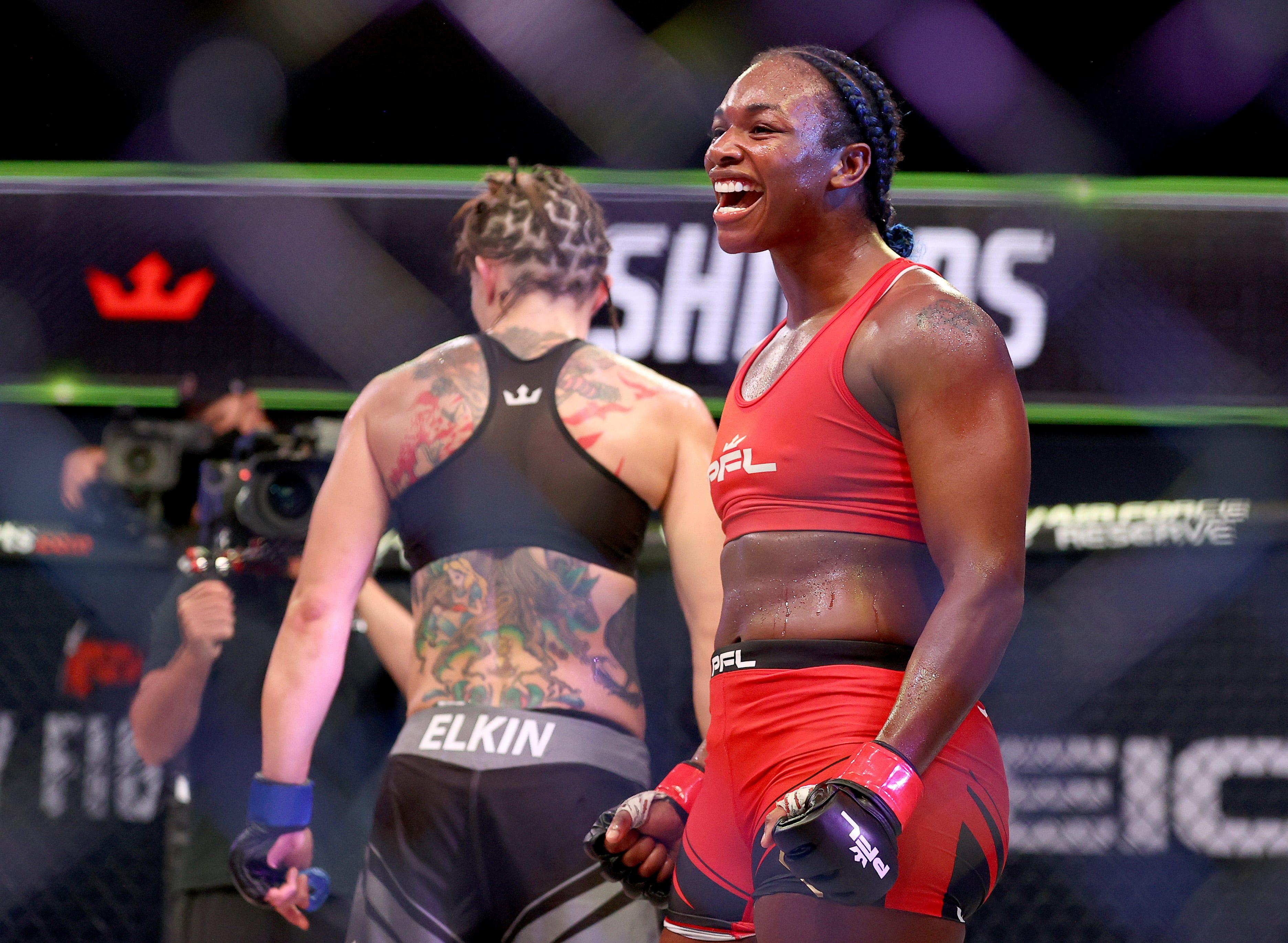 Claressa Shields stops Brittney Elkin to win MMA debut by TKO