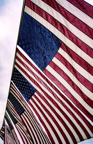 Mười sáu lá cờ Hoa Kỳ, mỗi lá đại diện cho một năm chiến đấu trong Chiến tranh Việt Nam, được trưng bày trong lễ tưởng niệm Lá cờ Donald W. Jones lần thứ 35 do các cựu chiến binh chiến tranh tại Thung lũng Delaware của Việt Nam trao tặng, khi các tình nguyện viên bắt đầu trồng 6.500 lá cờ Hoa Kỳ để tưởng nhớ những người Mỹ thiệt mạng trên Thế giới Chiến tranh thứ hai.  Chiến tranh Việt Nam, hay POW / MIA, vào Thứ Sáu, ngày 11 tháng 6 năm 2021.