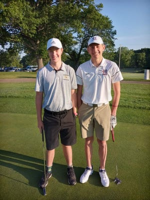 Hamilton's Eli Timmerman (left) and Holland Christian's Isaiah Lowe (right) before the first round of the state finals