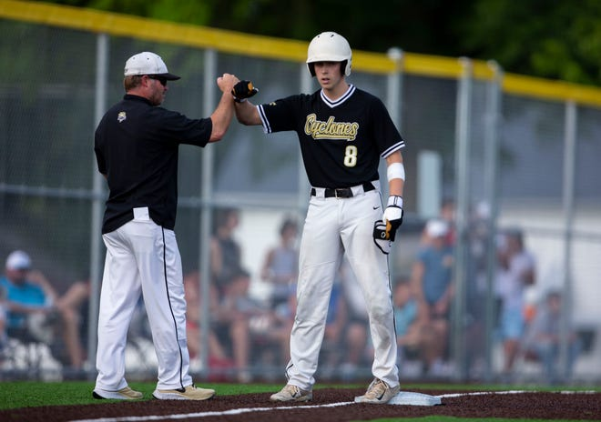 Sacred Heart-Griffin's Paul Gilmore (8) gets a fist bump from head coach Nick Naumovich after a triple against North Mac during the Class 2A Sectional Championship at North Mac High School in Virden, Ill., Friday, June 11, 2021. [Justin L. Fowler/The State Journal-Register]