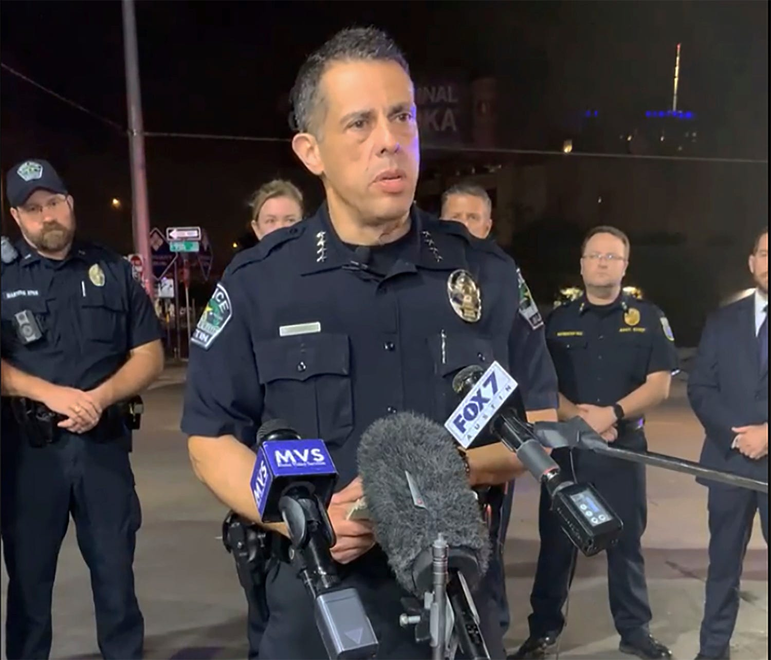 Police: Attacker wounds 13 in Texas shooting, escapes 2