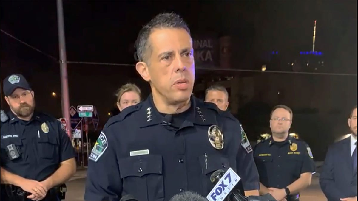 Police: Attacker wounds 13 in Texas shooting, escapes 3