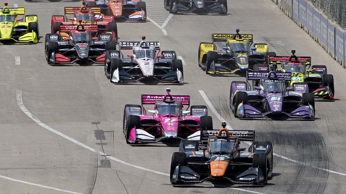 Ericsson takes advantage of Powers' misfortune to win first Detroit Grand Prix race 1