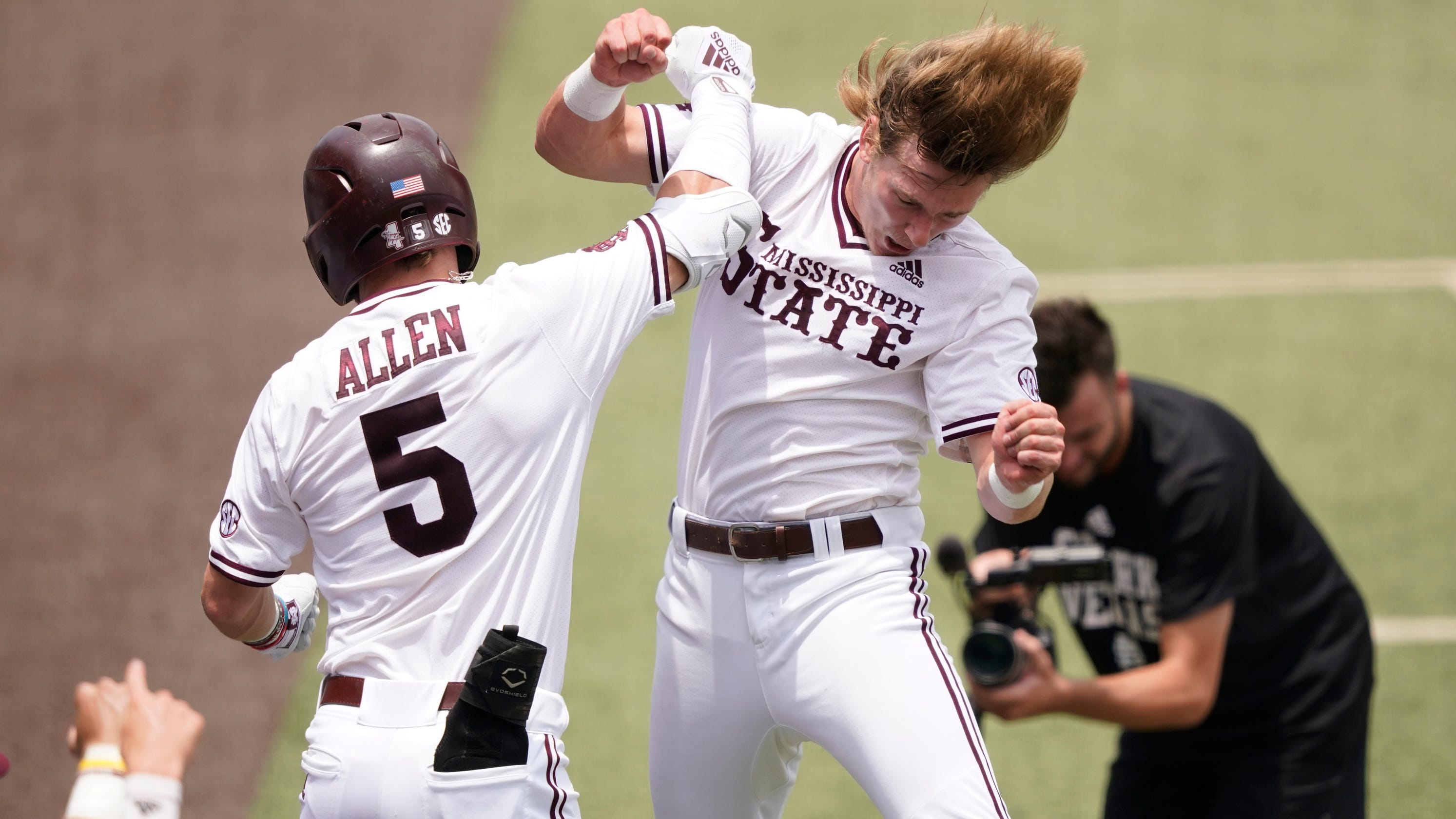 See MS State's Rowdey Jordan home run knock Notre Dame outfielder's glove over the wall