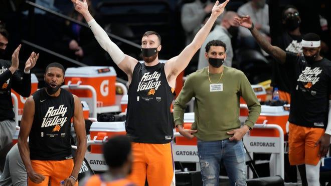 Chris Paul continues to dominate Denver Nuggets as Phoenix Suns lead, 3-0 3-