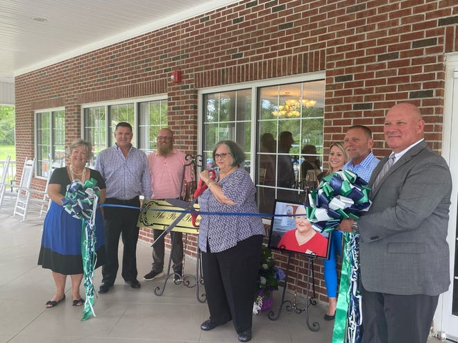 Members of the Jacksonville-Onslow Chamber of Commerce and Jacksonville Country Club celebrated Pam Thomas during a ribbon-cutting ceremony Friday afternoon.