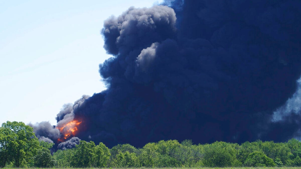 Illinois chemical plant explosion, fires prompt evacuations 3