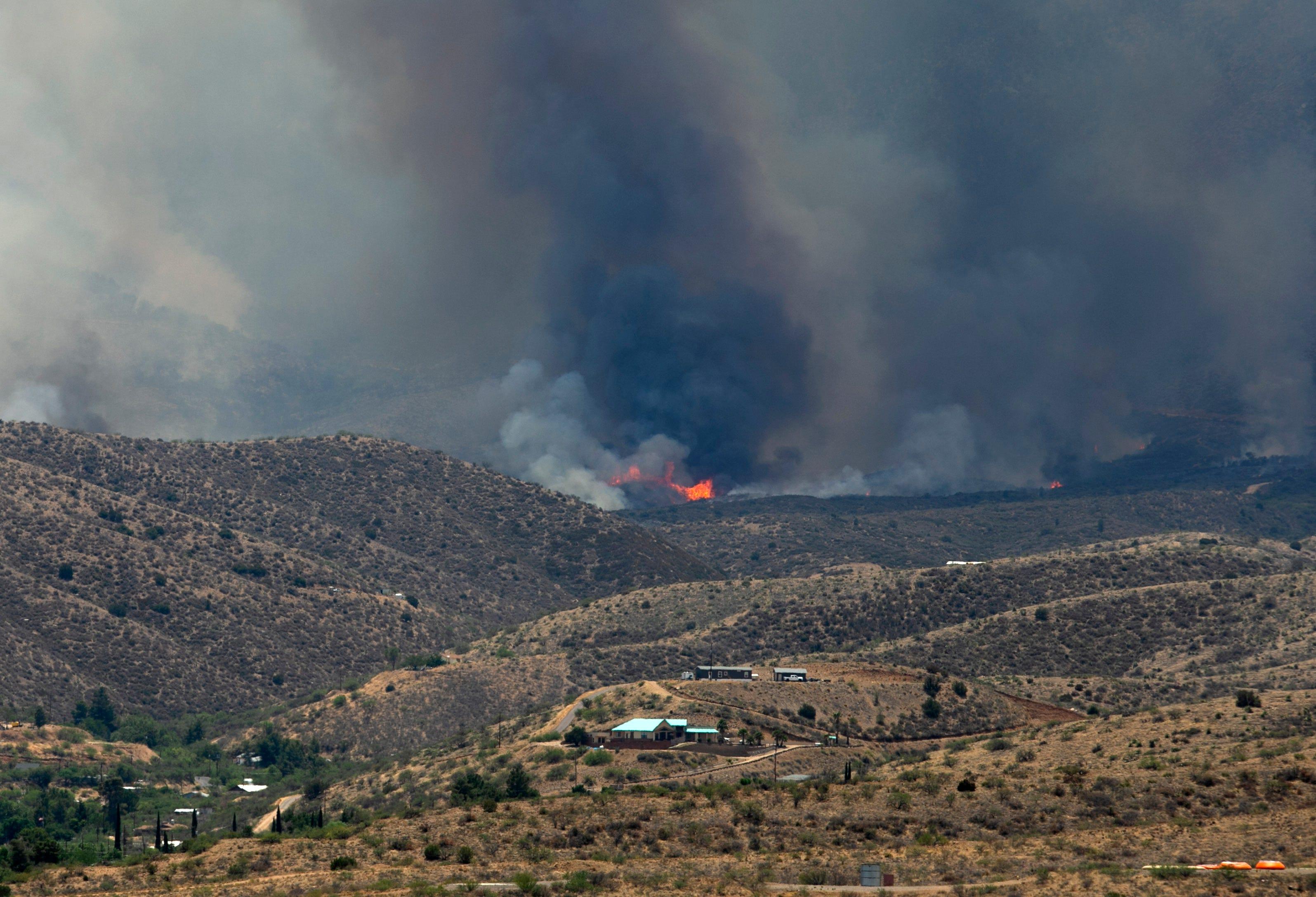 A volatile day for the Telegraph Fire near Globe