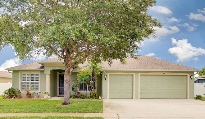 This updated and move-in-ready pool home in Ormond Beach has been meticulously cared for.
