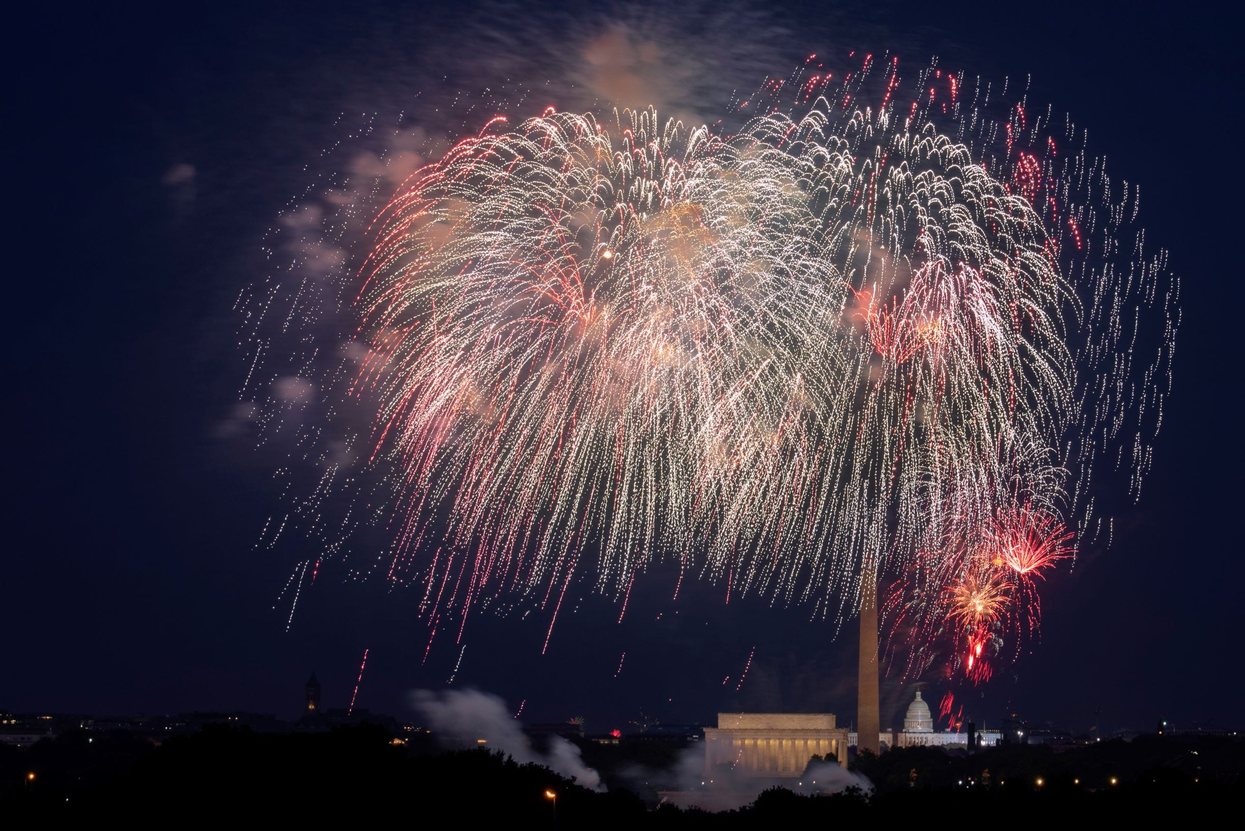 White House to host July 4 'independence from virus' bash 2