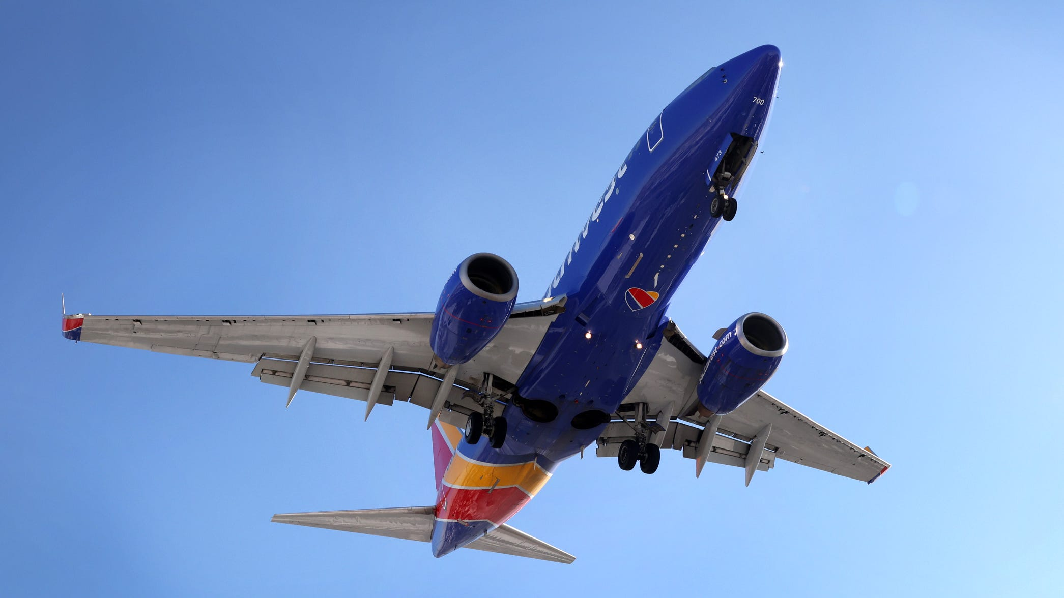 More weekend travel headaches: Southwest Airlines cancels more than 500 flights, delays 2,500 more