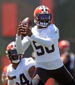 Browns linebacker Jacob Phillips (50) suffered a torn biceps tendon on Thursday and will miss at least a significant part of the season. [Jeff Lange/Beacon Journal]