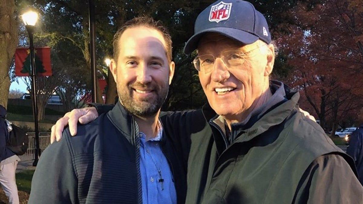 Gene Frenette: TIP OF HAT -- Jaguars' Schottenheimer still feels Dad's love, coaching impact