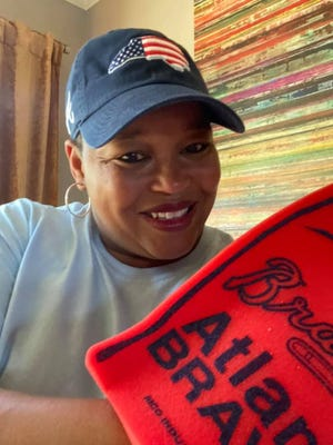 Renee Smith, a speech pathologist at Tryon Elementary School, was recently recognized as one of the Atlanta Braves' 2021 Community Heroes. Smith attended a Braves home game on Tuesday, where she was recognized.