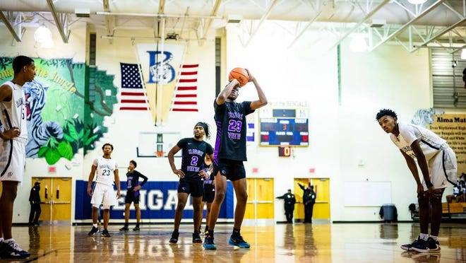"""2023 four-star forward Gregory """"G.G."""" Jackson plays basketball at Ridge View High School in Columbia, S.C. On the first day college basketball coaches could directly contact 2023 recruits, Jackson heard from UNC and Duke and received five new scholarship offers."""