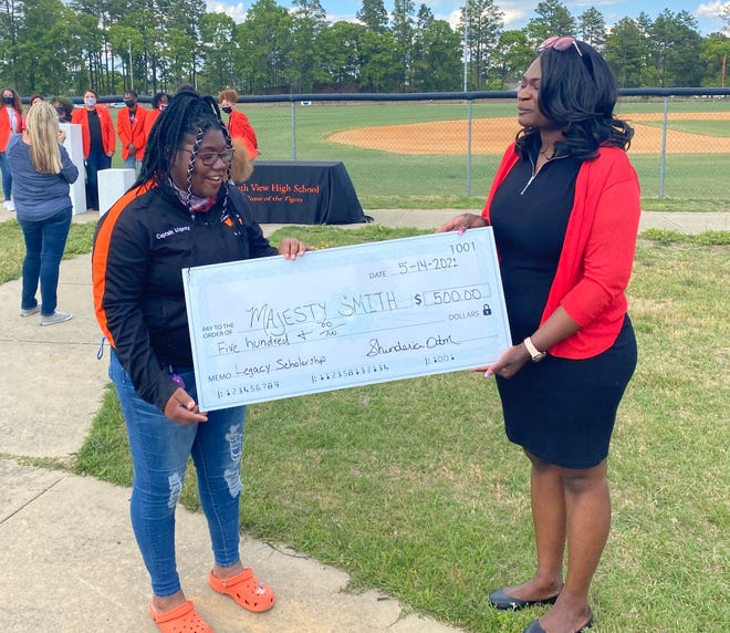 Majesty Smith receives the Ladrell King Odom Scholarship from Shinderia Odom, Ladrell's mother, at a special ceremony at South View High School.