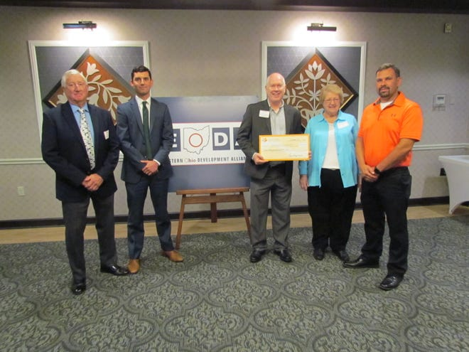 The Dale Hileman Fund recently awarded a grant to the Tuscarawas County Economic Development Corp.