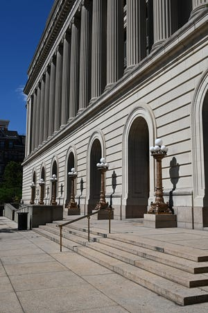 Unionized maintenance workers and technicians have announced an intent to strike effective at 12:01 a.m. Sunday, and picket outside locations including the Hamilton County courthouse.