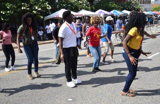 Perayaan Juneteenth kembali ke festival jalanan secara langsung pada hari Sabtu di luar Rosa Parks Museum di pusat kota Montgomery.