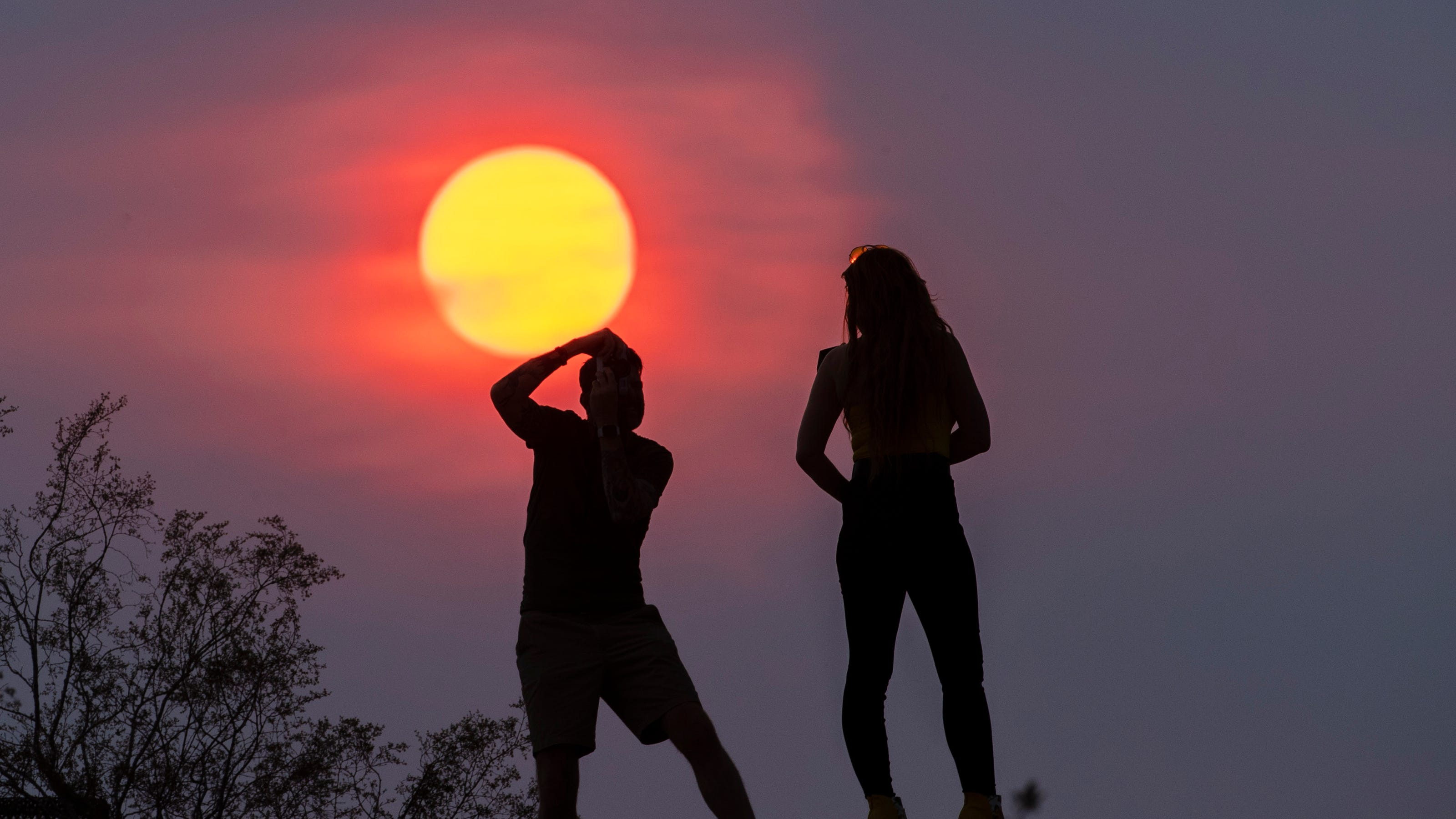 Phoenix reaches 115 degrees, sees storms that knock out power on Day 1 of monsoon season