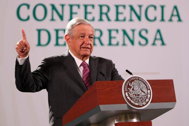 El presidente de México, Andrés Manuel López Obrador, habla durante una rueda de prensa matutina hoy, en el Palacio Nacional de la Ciudad de México.