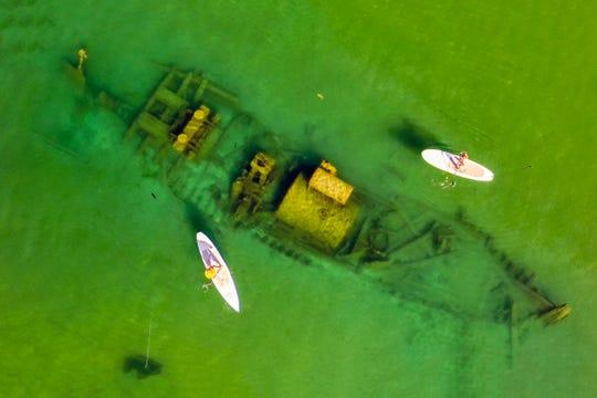 9 Ιουνίου 2021 Το Lung Grace, που περιβάλλεται από κουπί στη λίμνη Οντάριο, είναι το Sunken Duckboard.