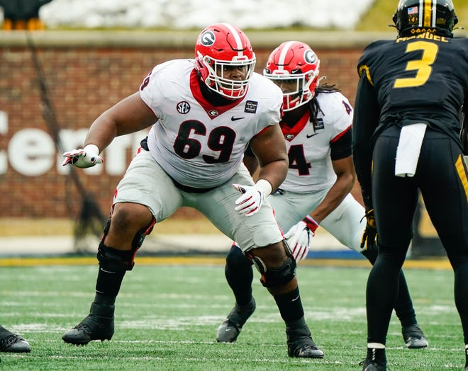 Dec 12, 2020; Columbia, Missouri, USA; Georgia Bulldogs offensive lineman Jamaree Salyer (69) gets ready to block against the Missouri Tigers during the first half at Faurot Field at Memorial Stadium. Jay Biggerstaff-USA TODAY Sports