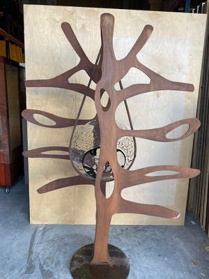 A 6-foot, tree-shapedsculpture created by noted glassblower Giampaolo Segusois set for display this summer atThe Society of the Four Arts.