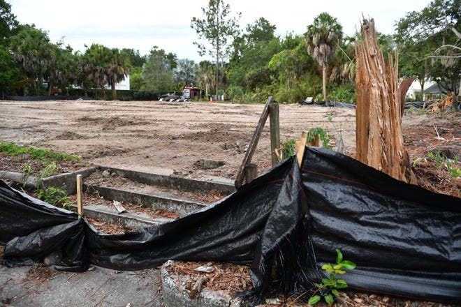 The building originally built as the clubhouse for the McClellan Park subdivision in 1916 at 1700 Seminole Dr. in Sarasota has been demolished. The building became McClellan Park School in 1932 and School in the Park around 1998.