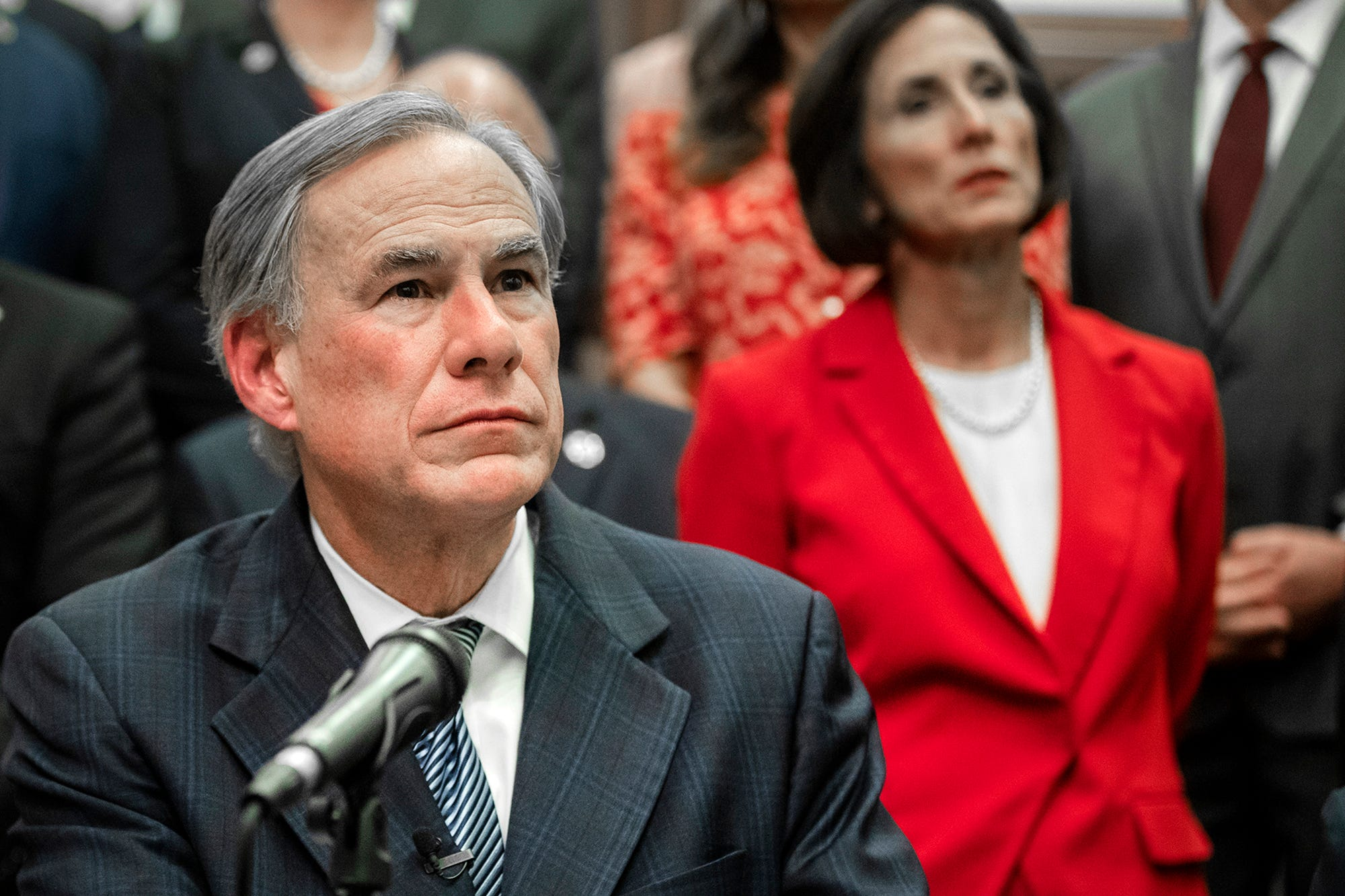 Texas governor: State, crowdsourcing will fund border wall 2