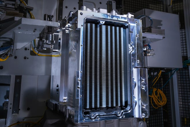 General Motors Co. and Liebherr-Aerospace will join forces to develop a hydrogen fuel cell-based demonstrator system for aircraft.