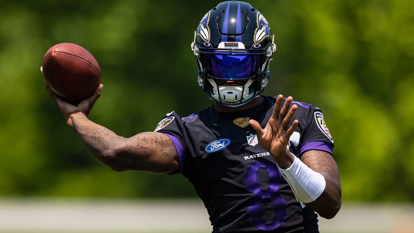 Opinion: Ravens' Lamar Jackson avoids money talk. He's all about mechanics and the deep ball.