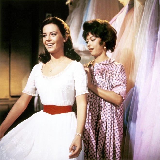 "Natalie Wood, izquierda, y Rita Moreno en 1961 ""West Side Story."""
