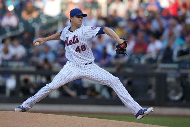 Mets ace Jacob deGrom left Wednesday night's game against the Cubs after three innings due to right shoulder soreness.