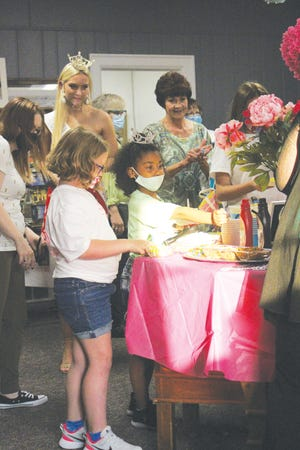 Miss Kansas Outstanding Teen 2021 contestants met with their Sunflower Princesses for ice cream sundaes and historical museum tours last Friday in Pratt.