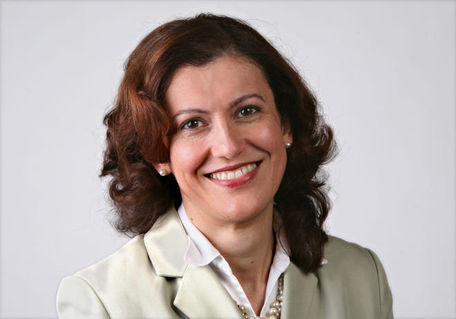 Gainesville Fl. 101508: Eva Del Rio mug for HR column.