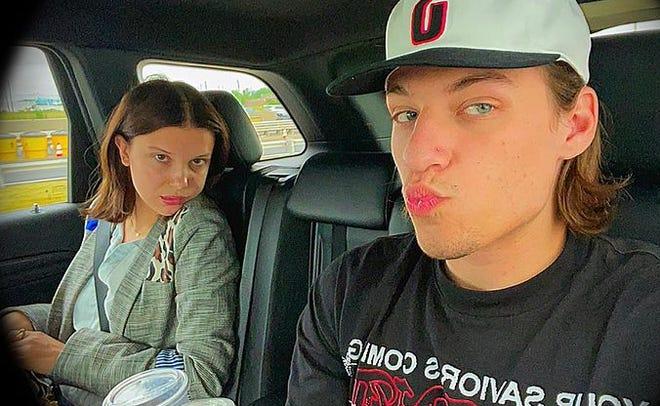 Millie Bobby Brown y Jake Bongiovi trolleando la cuenta de Instagram de Jake.