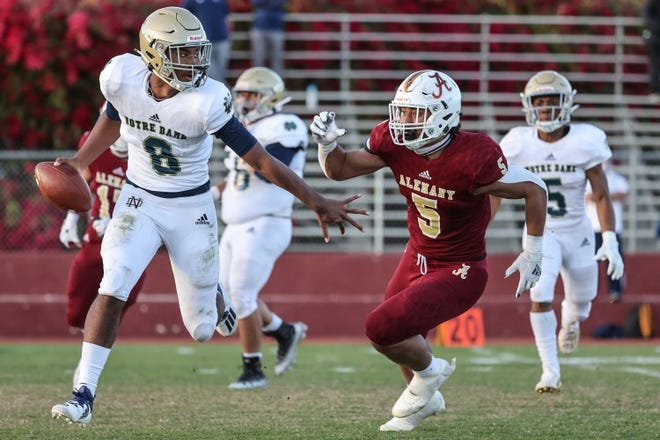 """Los Angeles Bishop Alemany High standout linebacker Niuafe """"Junior"""" Tuihalamaka (5) verbally committed to Notre Dame on Saturday, June 19, 2021."""