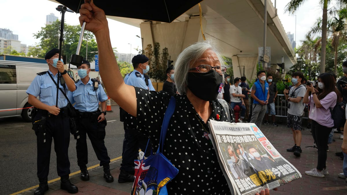 Hong Kong court holds first hearing for Apple Daily execs 3