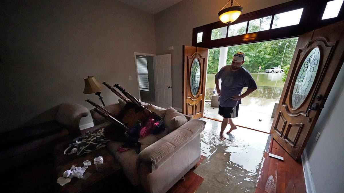Major damage to Alabama mobile home park amid tropical storm 3