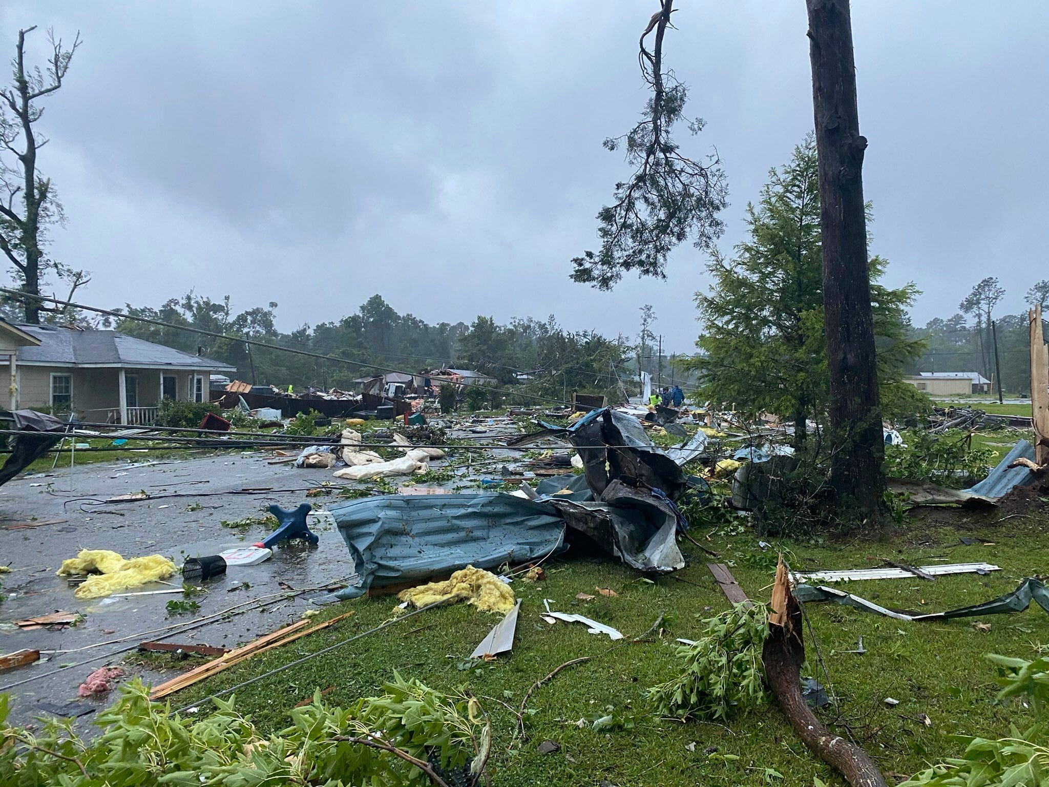 Official: Crash, 'likely' due to storm, kills 10 in Alabama 2
