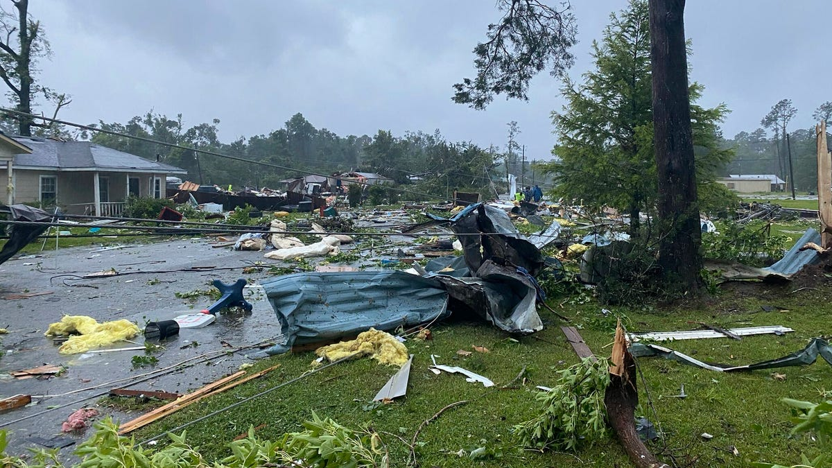 Official: Crash, 'likely' due to storm, kills 10 in Alabama 3