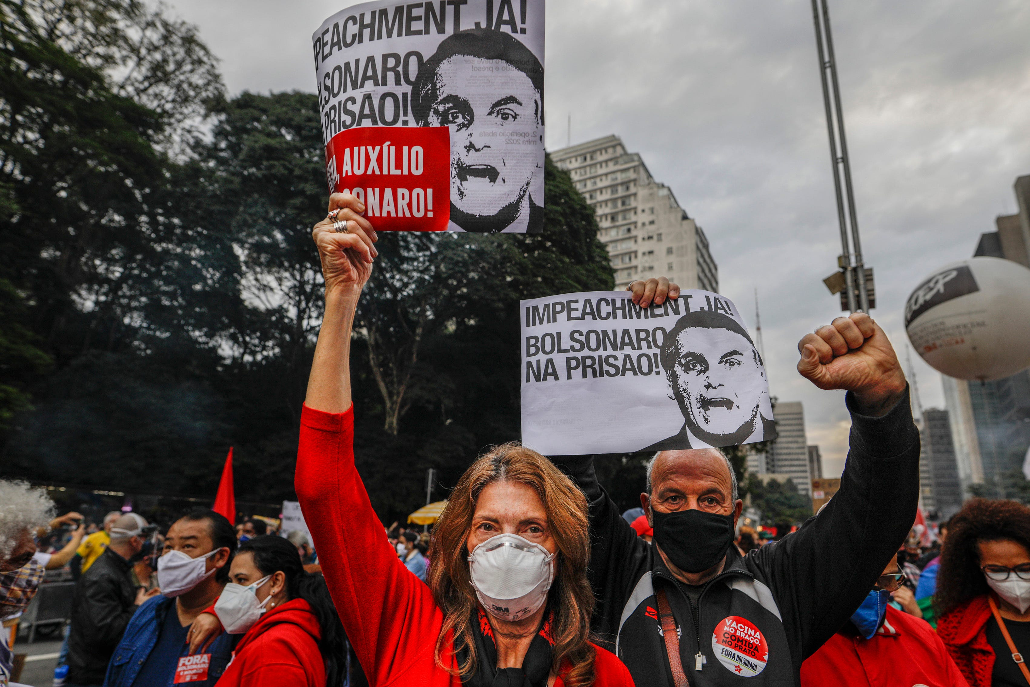 As Brazil tops 500,000 deaths, protests against president 1