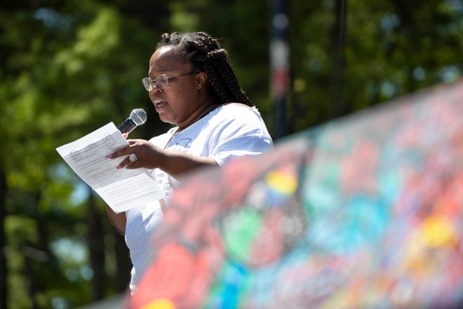 Robin Scott, director of We All Rise: African American Resource Center speaks during the Juneteenth Day celebration at Murphy Park, Saturday, June 19, 2021, in Green Bay. Samantha Madar/USA TODAY NETWORK-Wisconsin