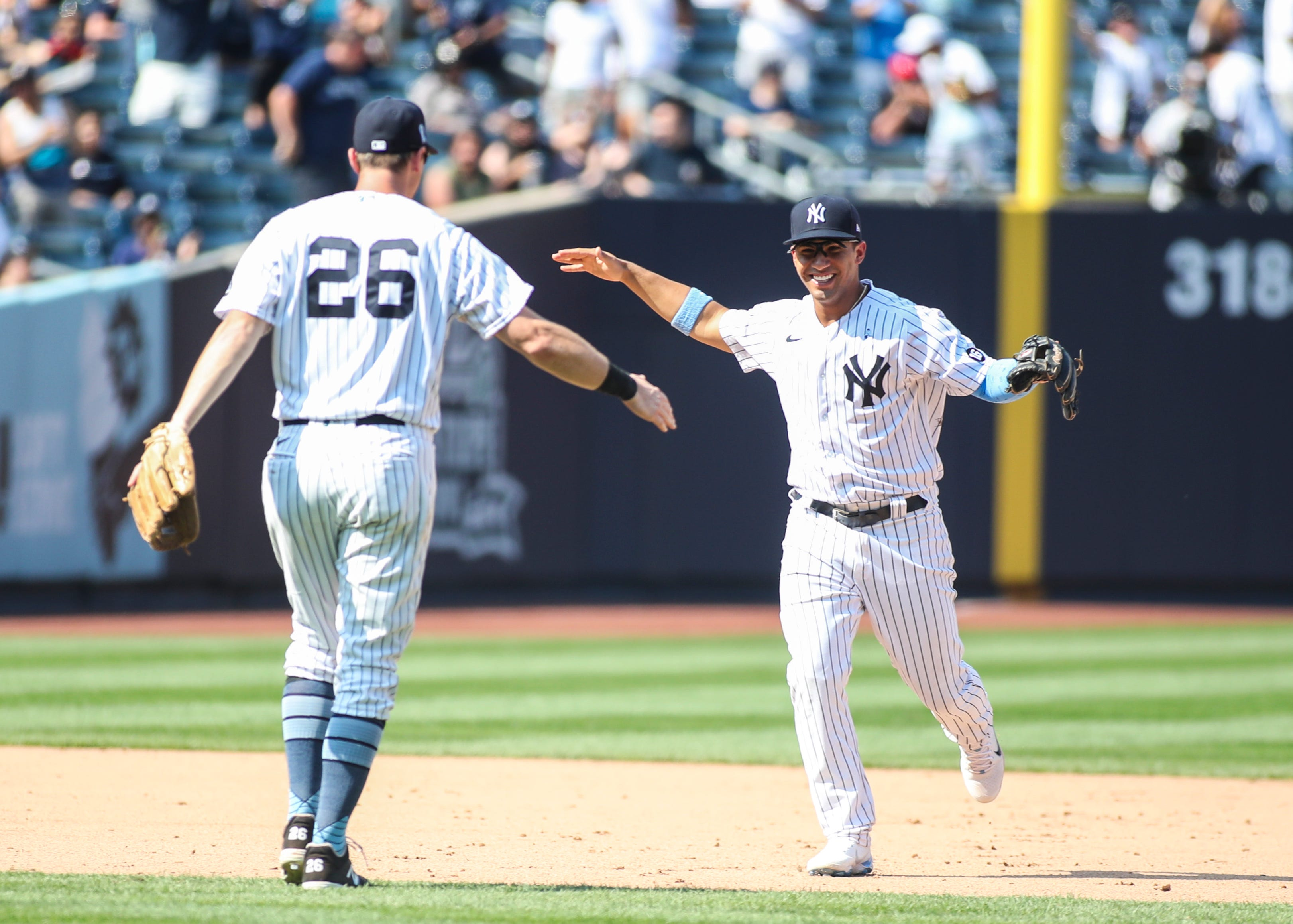 New York Yankees turn record-tying third triple play of season, this one a game-ender