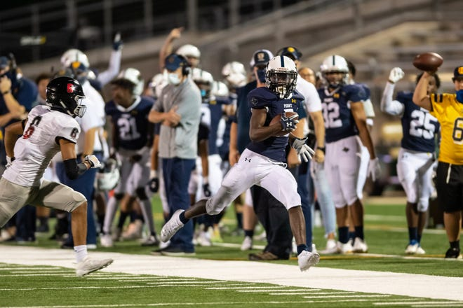 Stony Point's Jaden Leonard races down the sideline after a catch against Bowie last season. Leonard will line up everywherefrom the outside to the slot, where the 6-foot, 175-pound first-team all-districtselection in 2020excels on jet sweeps as well as receiver screens.